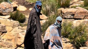 GJEonearth-africa-People-with-the-blankets