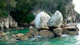GJEonearth-oceania-Split-Apple-Rock